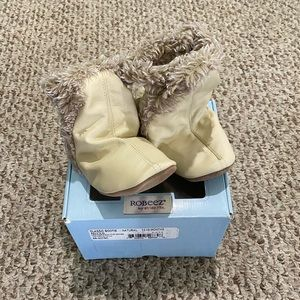 New Robeez Natural Classic Booties 12-18 months